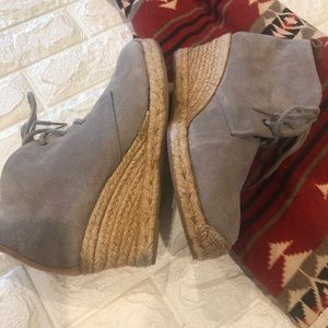 Eddie Bauer leather espadrille style booties 9